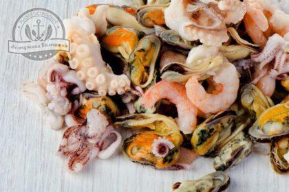 Морской коктейль индивидуальная быстрая заморозка (креветки, полоски кальмара, щупальца кальмара, вареное мясо  мидий, осьминог)